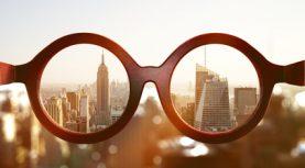 Brille vor New Yorker Skyline