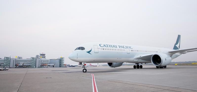 Entspannt fliegen mit dem Airbus A350 der Fluggesellschaft Cathay Pacific zu weltweiten Flugzielen.