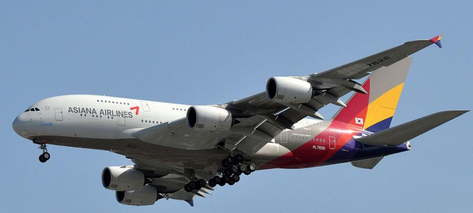 Die Fluggesellschaft Asiana fliegt weltweite Flugziele an.